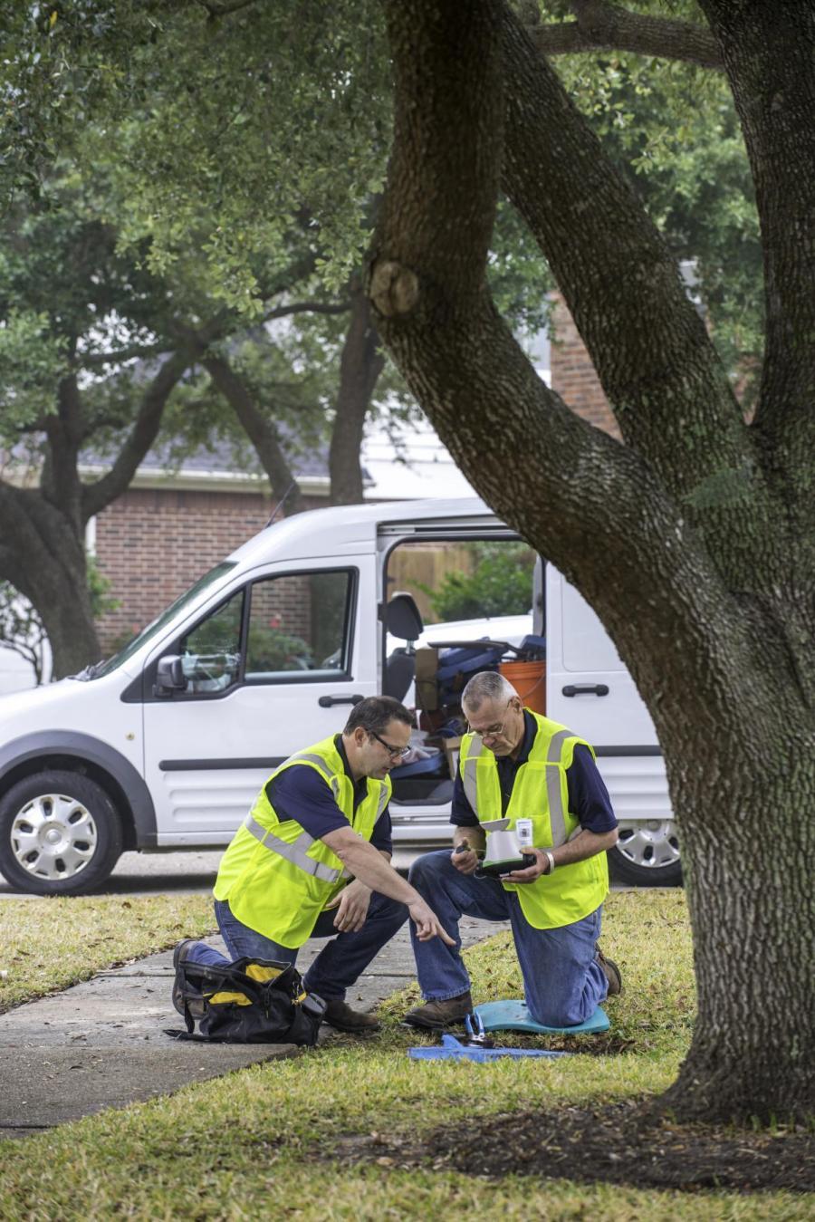 2 men installing a water meter